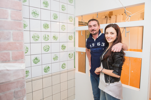 Денис и Ирина Никифоровы в своей новой квартире