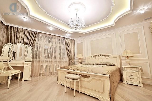 Дизайн спальни в светлых тонах в 4-комнатной квартире на ул. Новочеремушкинской