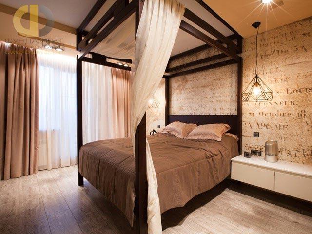 Красивая спальня в теплых тонах