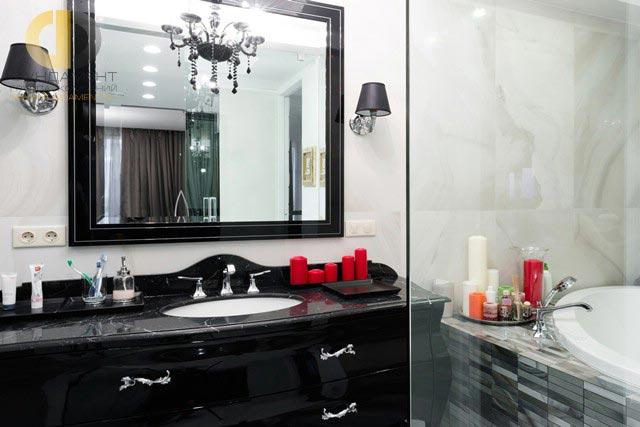 Ванная комната с душевой кабиной