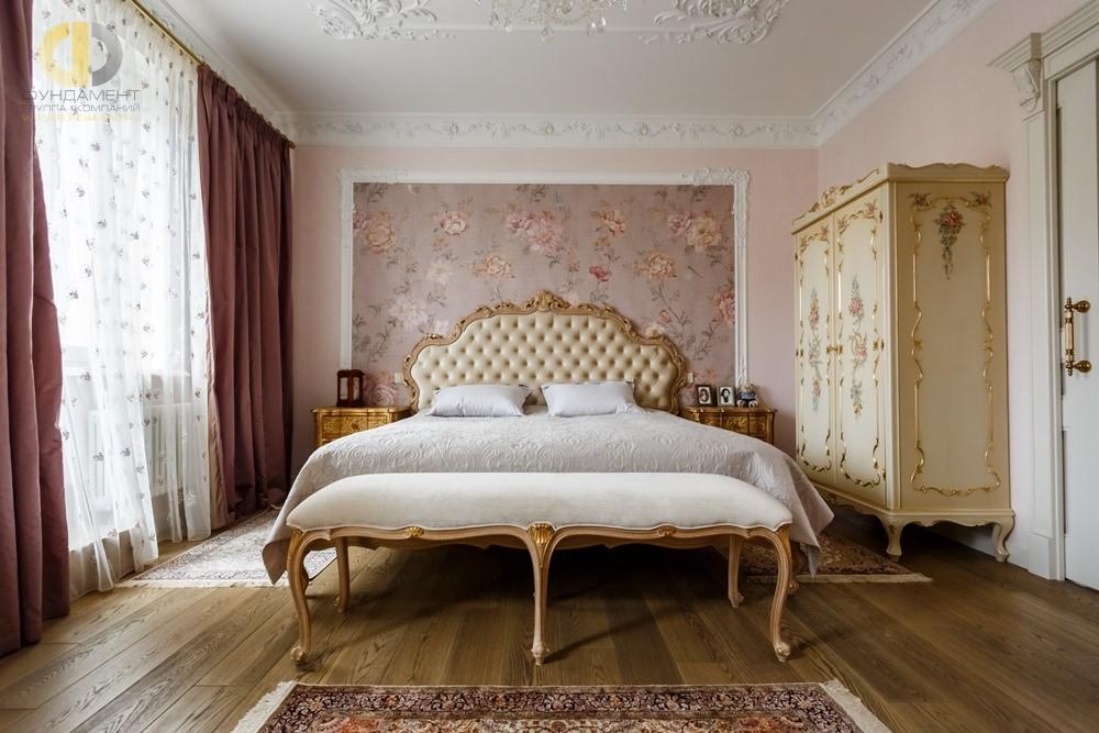 Фото классического интерьера спальни