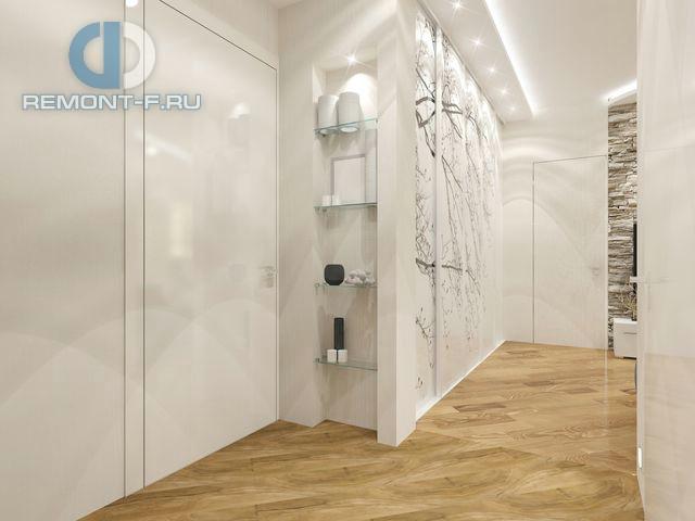 Интерьер коридора с декоративным стеллажом