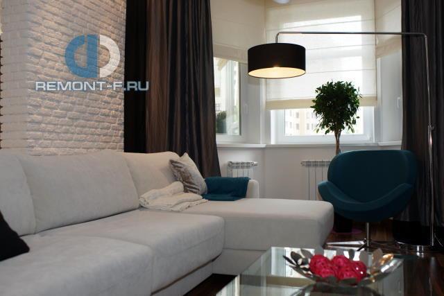 Современные идеи дизайна гостиной. Фото квартиры на Пудовкина