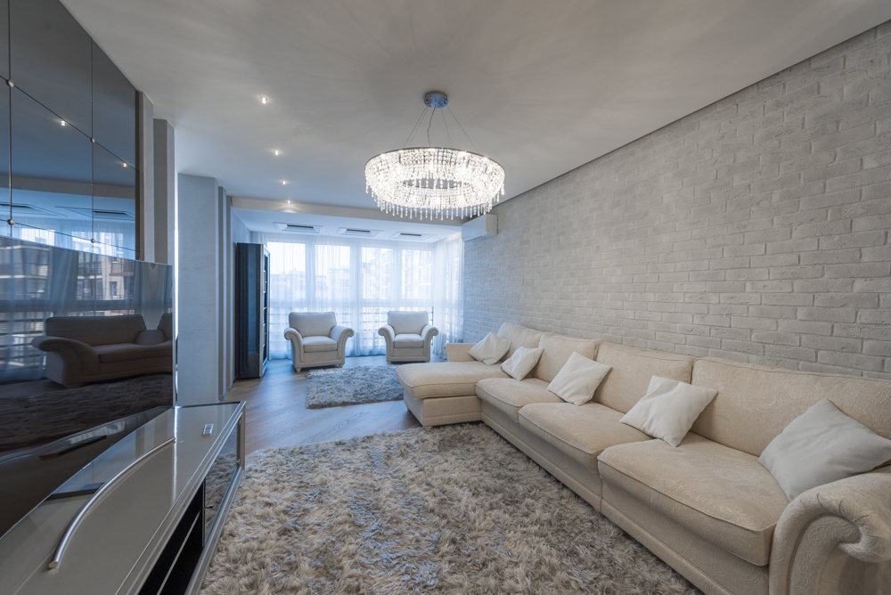 Интерьер гостиной после ремонта в квартире в стиле буржуазный минимализм