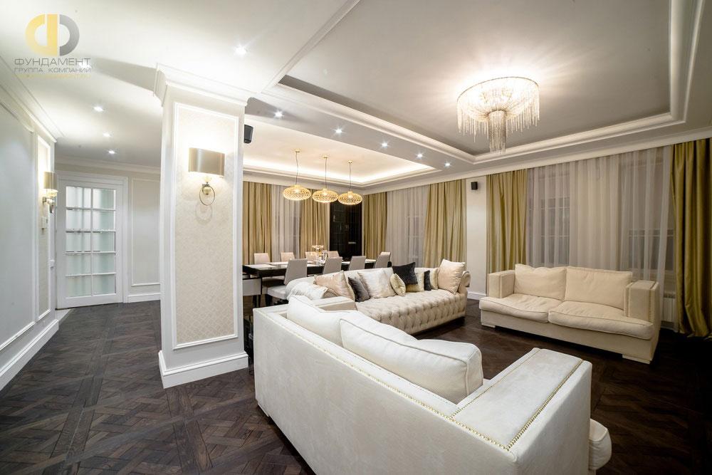 Стильный интерьер гостиной-столовой пятикомнатной квартиры в ЖК «Английский Квартал»