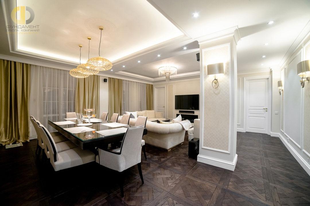 Интерьер гостиной-столовой с паркетным полом