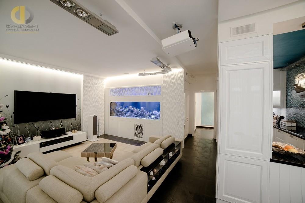 Интерьер гостиной комнаты с аквариумом