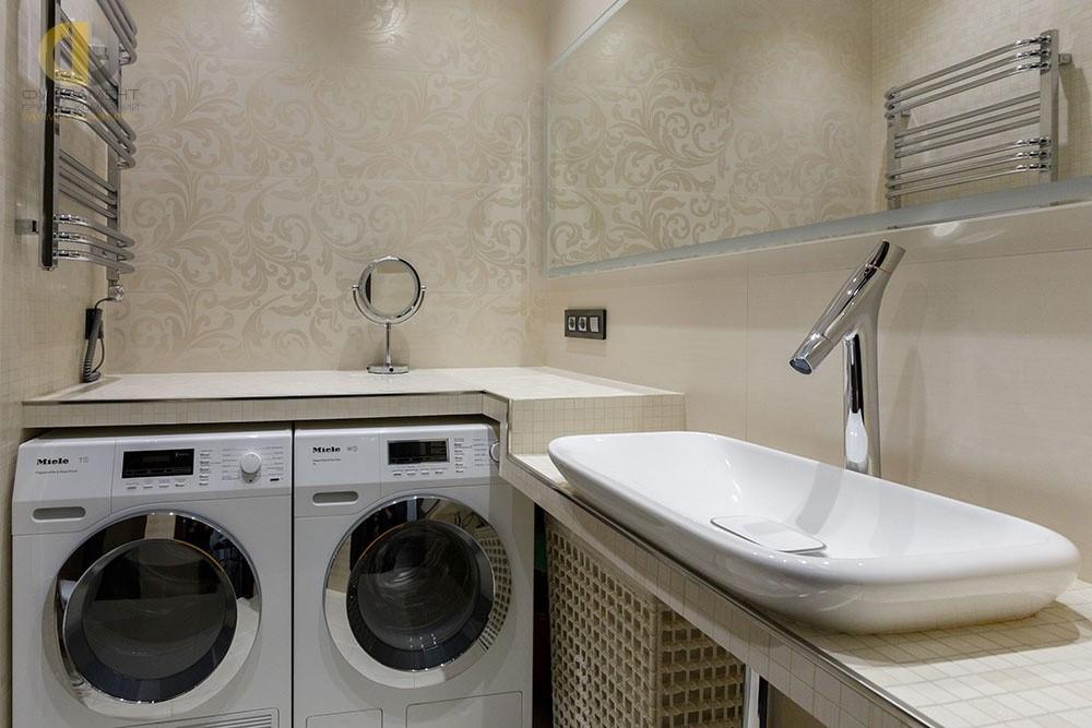 Интерьер ванной комнаты со встроенной стиральной машиной