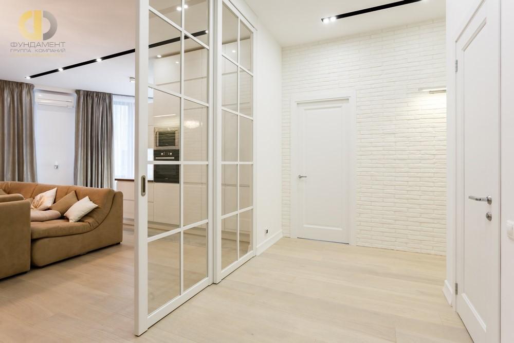 Современный интерьер квартиры с раздвижной перегородкой