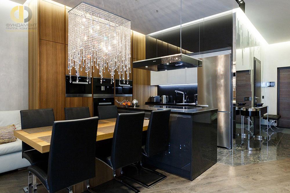 Стильный интерьер кухни-столовой трехкомнатной квартиры в ЖК «Дубровка»
