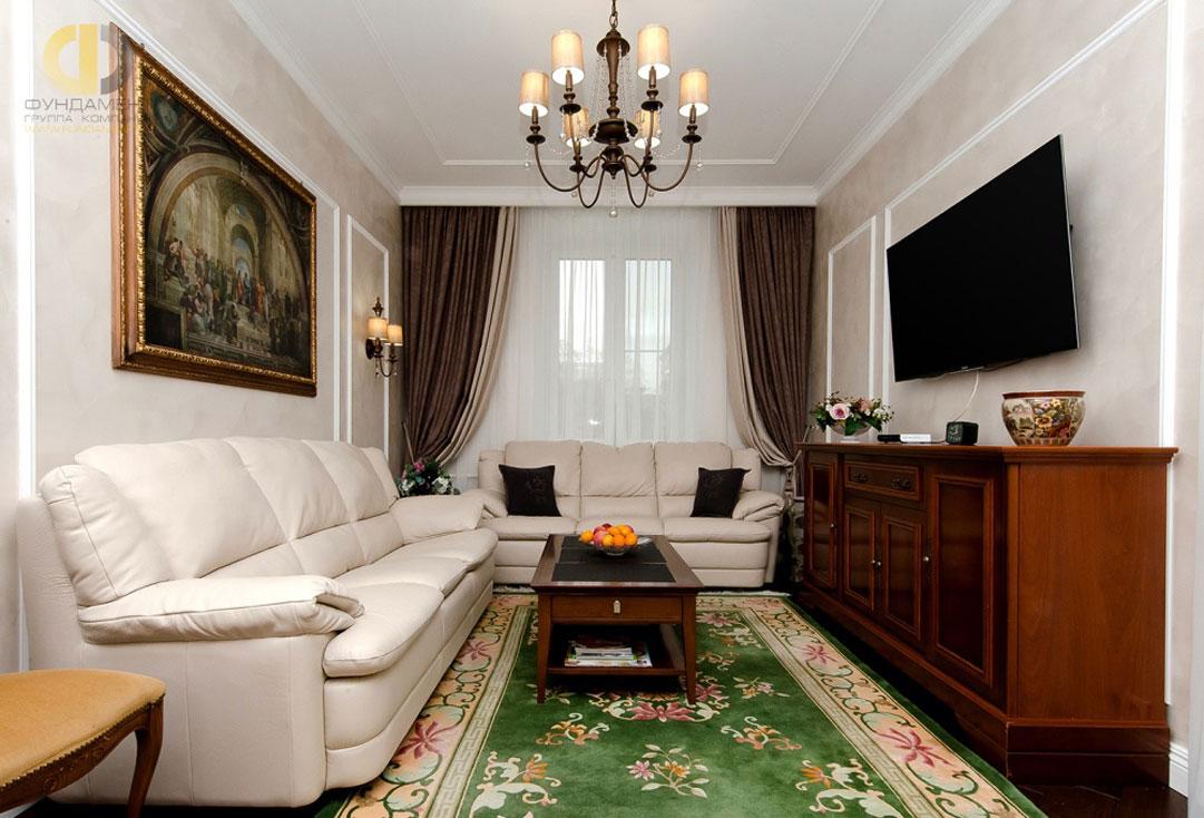 Интерьер гостиной комнаты в квартире в классическом стиле. Реальное фото 2018