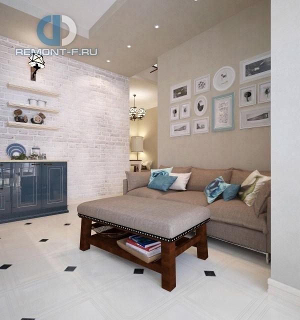 Гостиная в квартире в стиле прованс. Фото интерьера с диваном и столиком