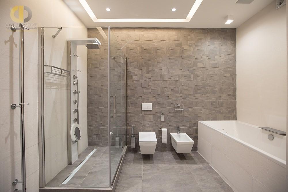 Интерьер ванной комнаты на ул. Давыдковской с рельефной отделкой