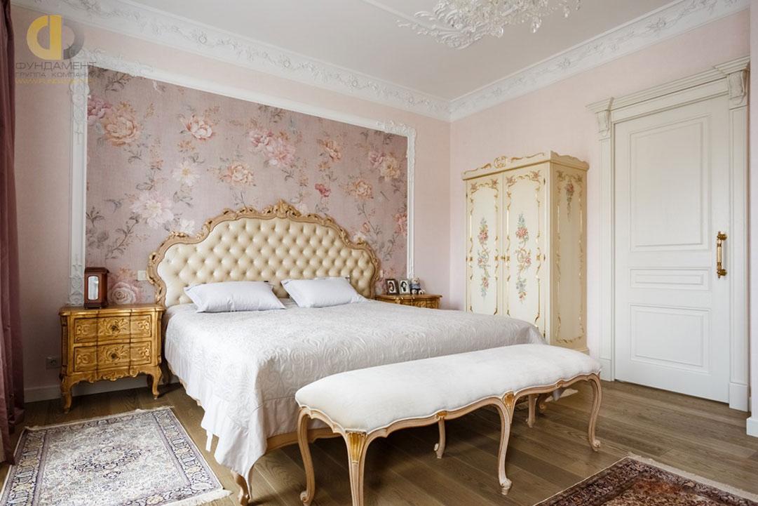 Интерьер спальни в квартире в классическом стиле. Реальное фото 2018