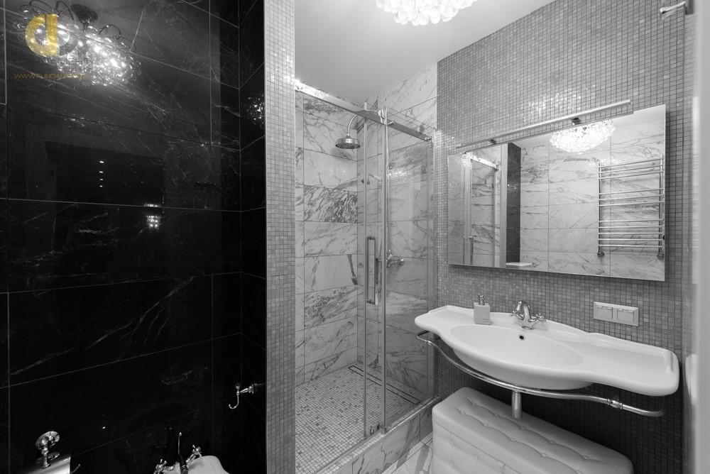 Интерьер ванной комнаты на ул. Новотушинская с мозаичной отделкой