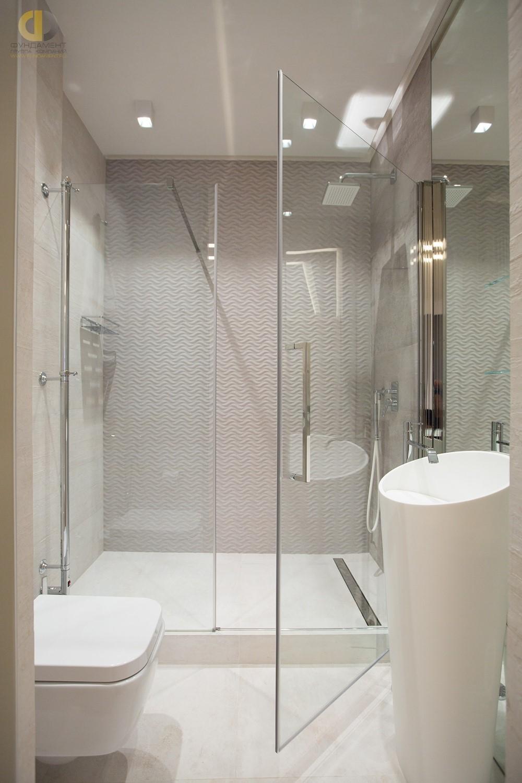 Интерьер гостевой ванной, совмещенной с санузлом