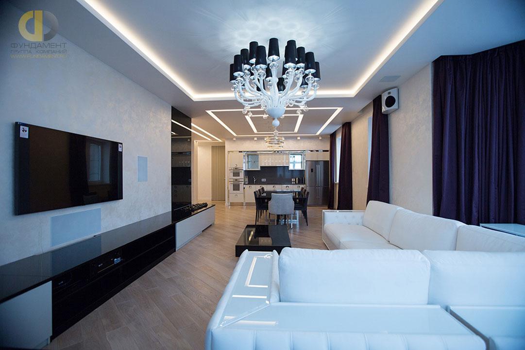 Интерьер современной гостиной, отделанной светлой венецианской штукатуркойИнтерьер современной гостиной, отделанной светлой венецианской штукатуркой