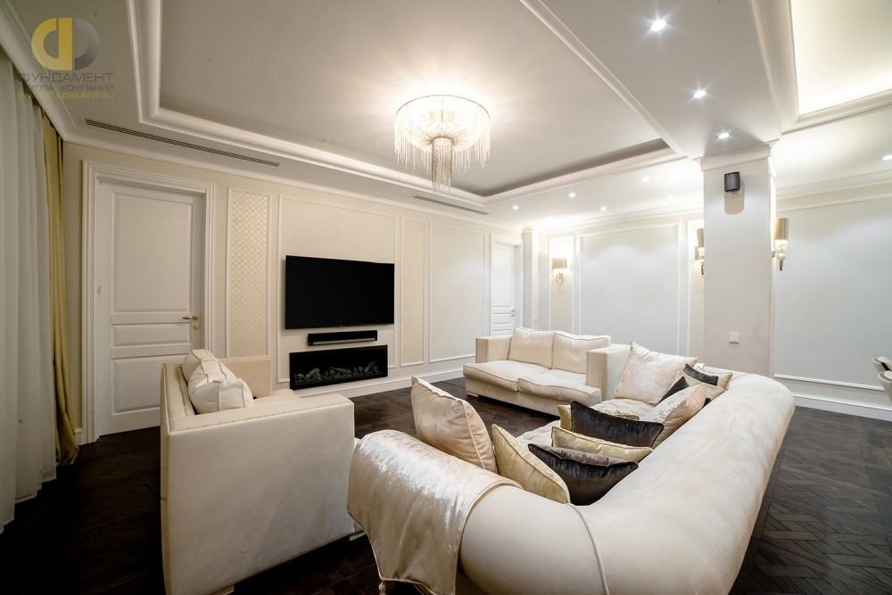 Дизайнерский ремонт неоклассической гостиной в квартире