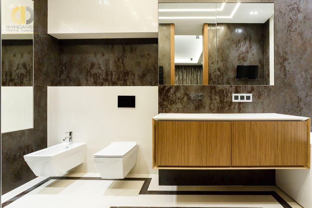 Интерьер ванной комнаты на ул. Мосфильмовской с отделкой сланцем
