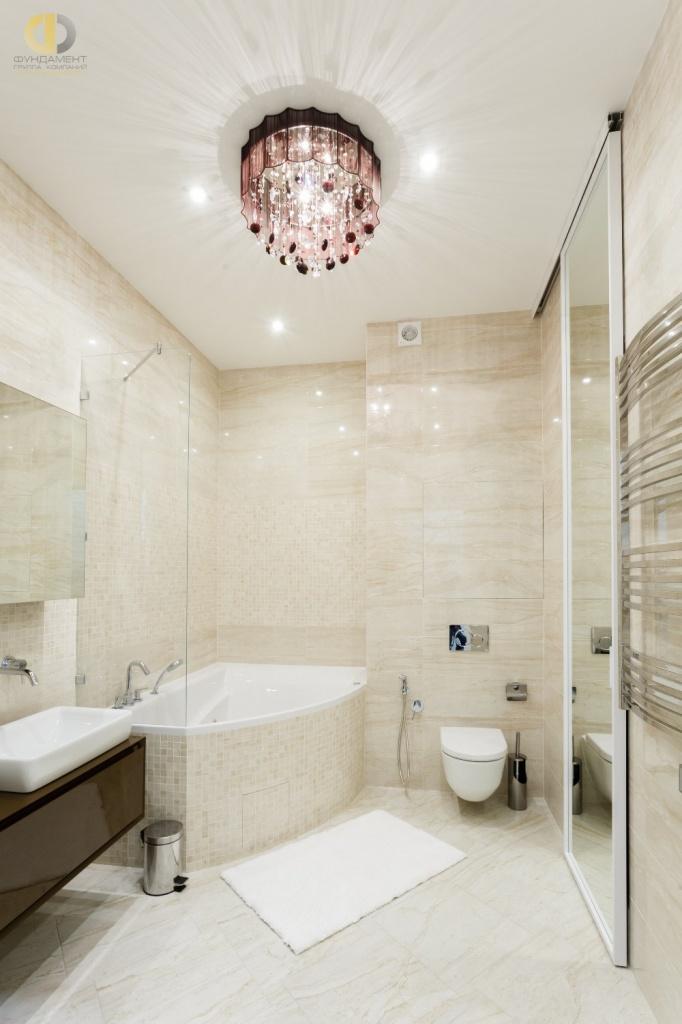 Интерьер ванной комнаты с хозяйственным блоком-невидимкой