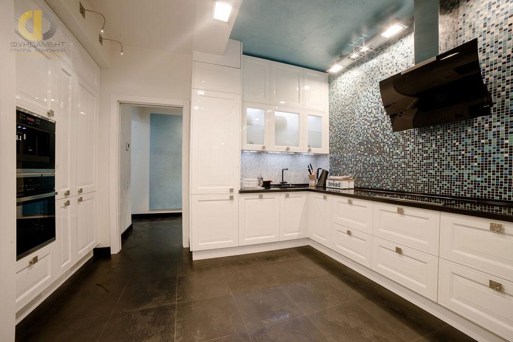 Современный дизайн кухни 2018 в квартире на ул. Маломосковской